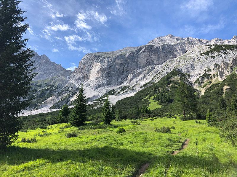 Bergwandern am Mieminger Plateau  in den Bergen in pension Aschlandhof